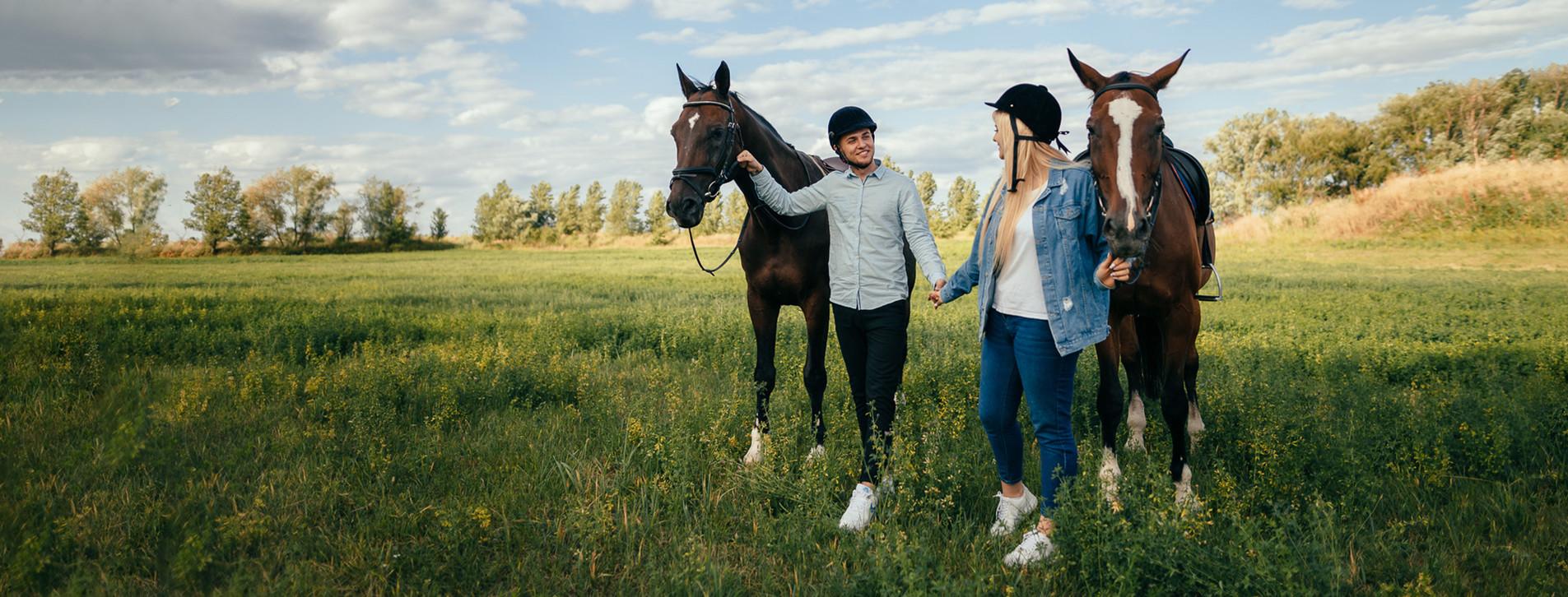 Фото 1 - Прогулянка на конях для двох