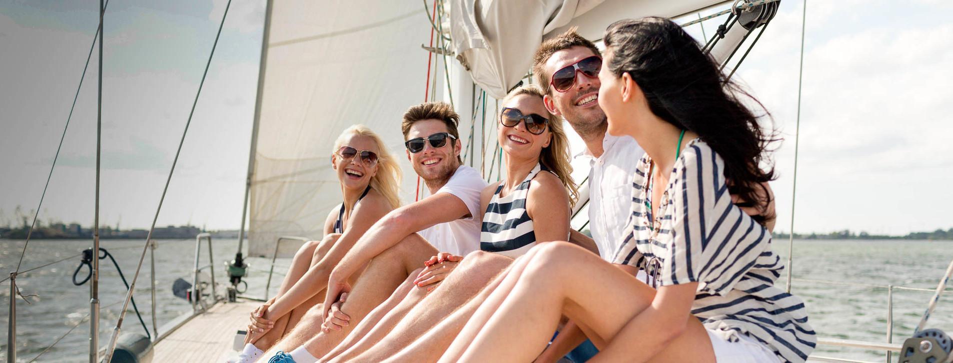 Фото 1 - Большая яхта с друзьями