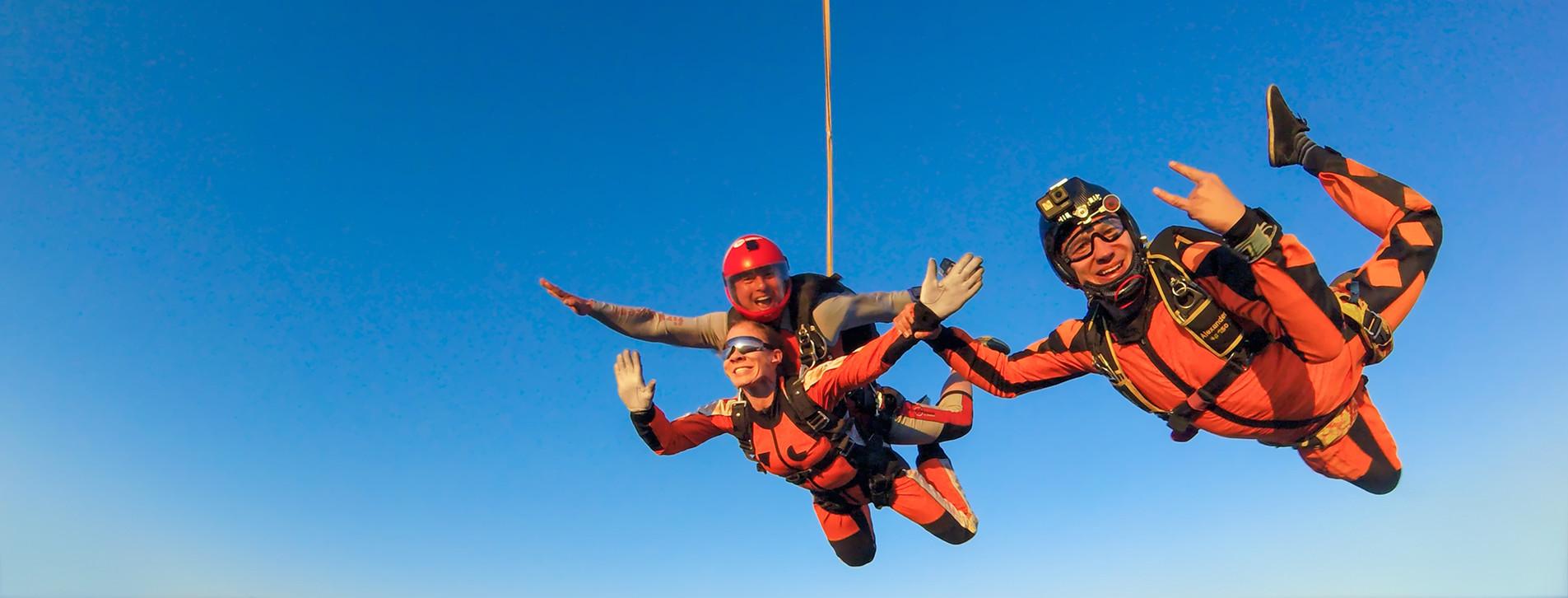 Фото 1 - Стрибок із парашутом у тандемі з відео для двох