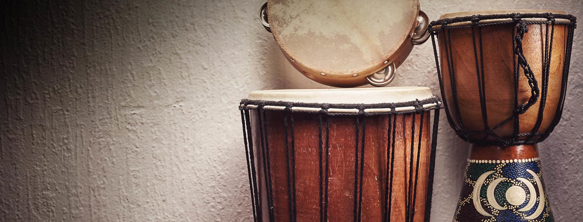 Фото 1 - Игра на этнических барабанах
