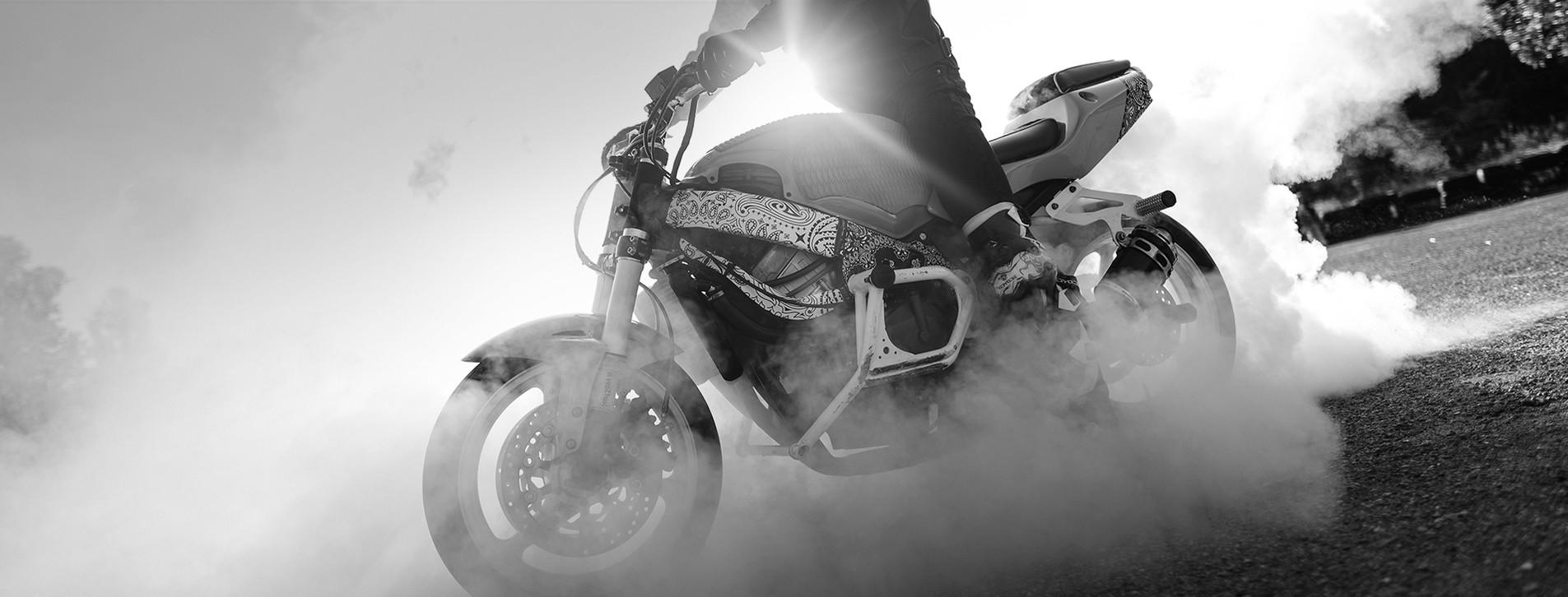 Фото - Экстремальное управление мотоциклом