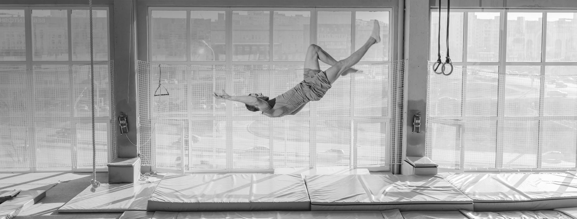 Фото 1 - Прыжки на батуте