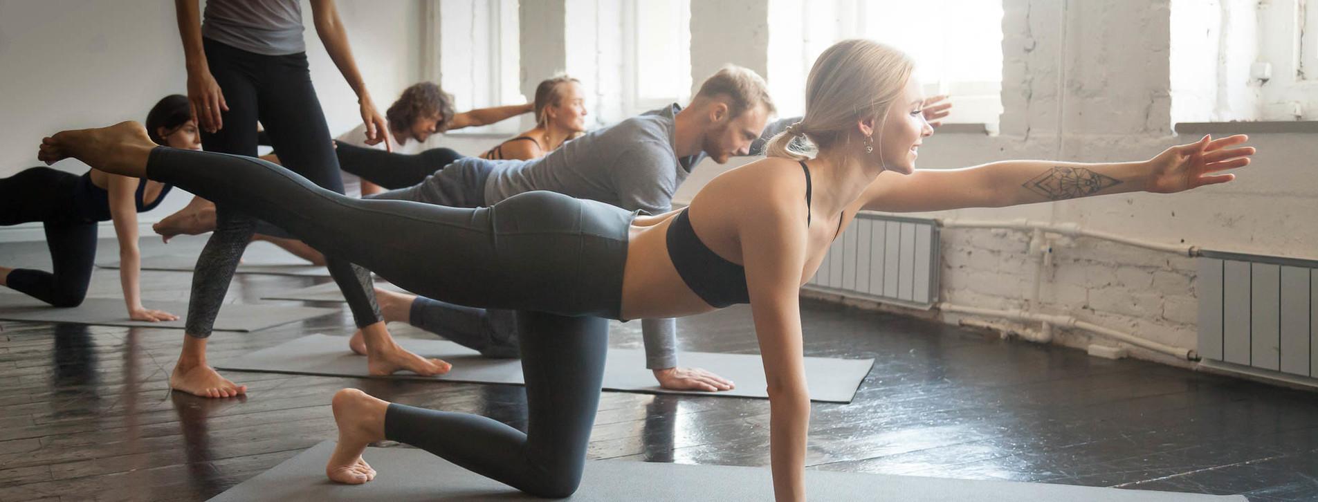 Фото 1 - Горячая йога в группе