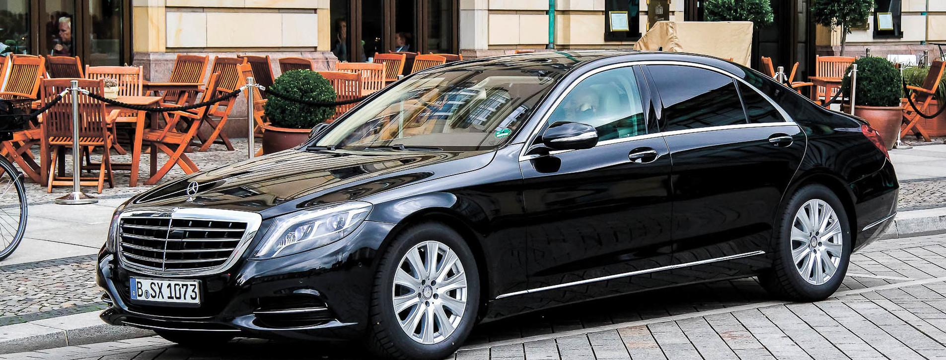 Фото 1 - Mercedes с водителем на день