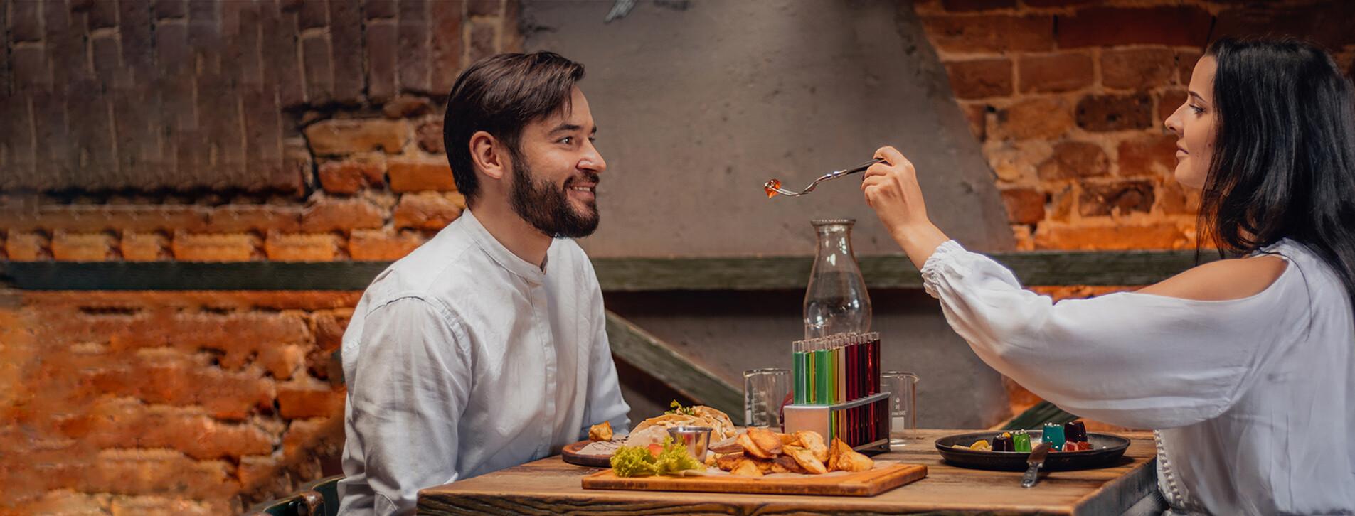 Фото 1 - Ужин в ресторации-музее «Гасова лямпа»