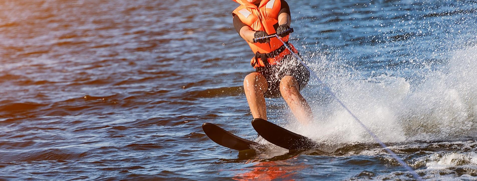 Фото 1 - Катання на водних лижах для компанії