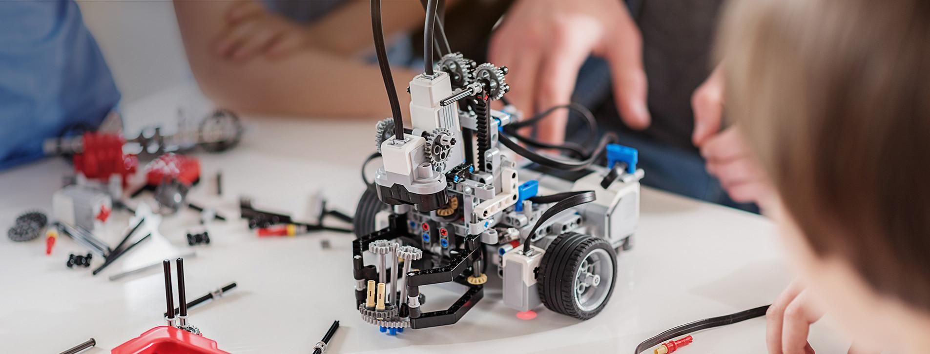 Фото 1 - Мастер-класс робототехники для компании