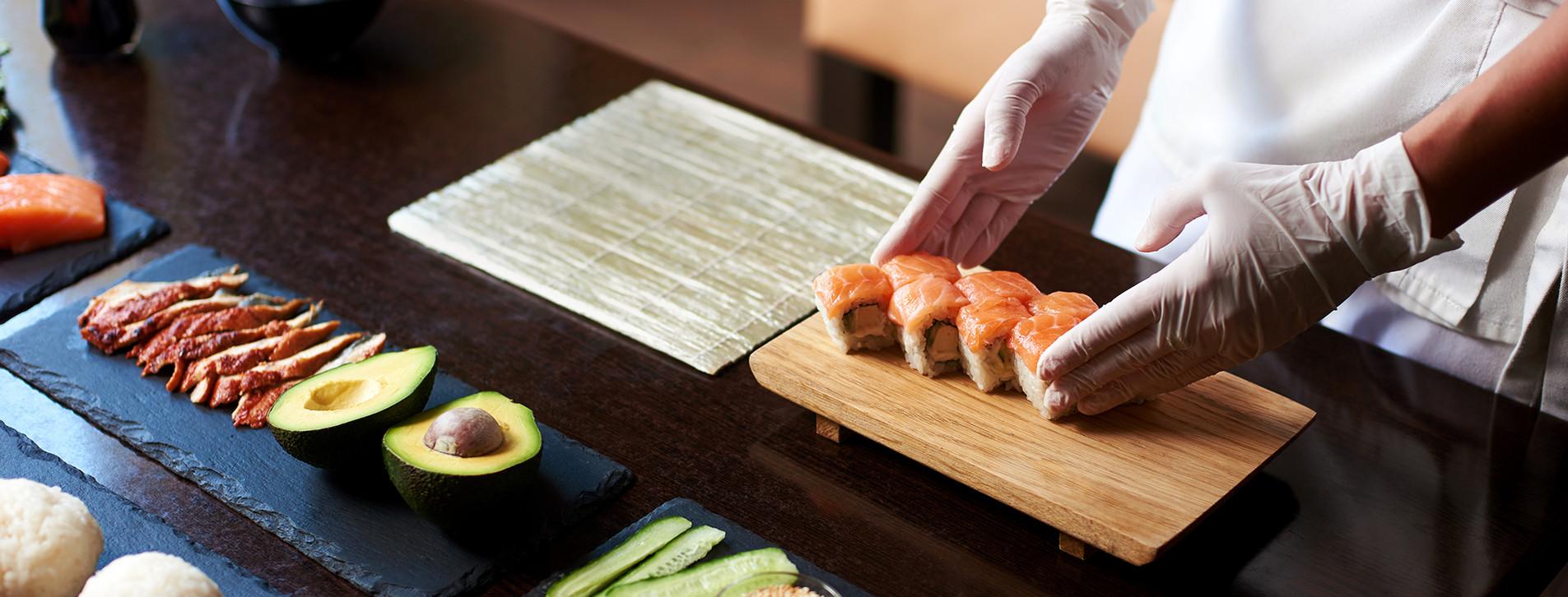 Фото 1 - Мастер-класс суши для компании
