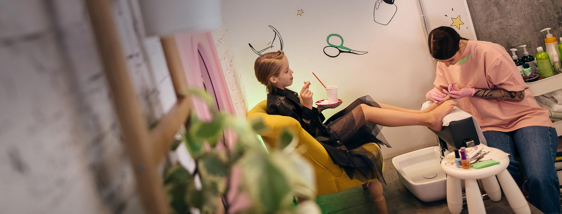 Фото 1 - Детский маникюр и педикюр