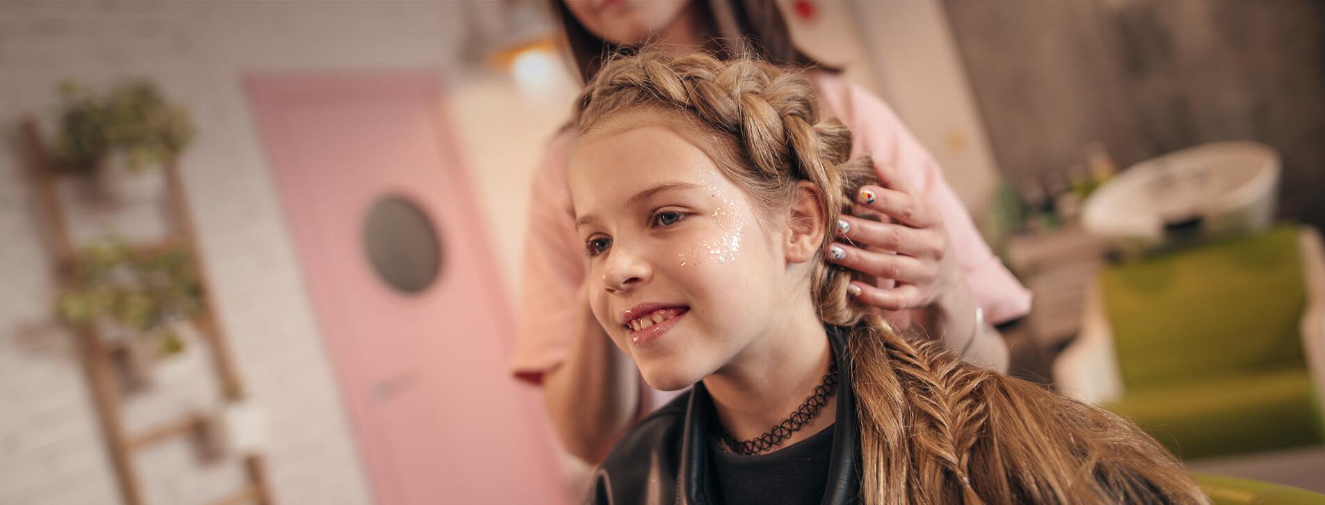 Фото 1 - Детская прическа и макияж