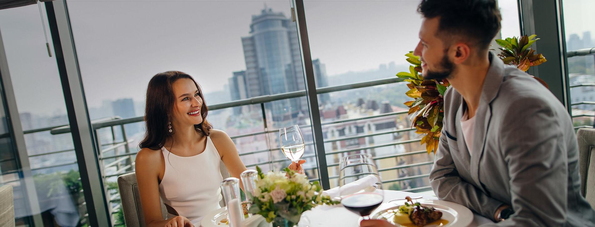 Фото - Вечеря в ресторані з панорамним видом