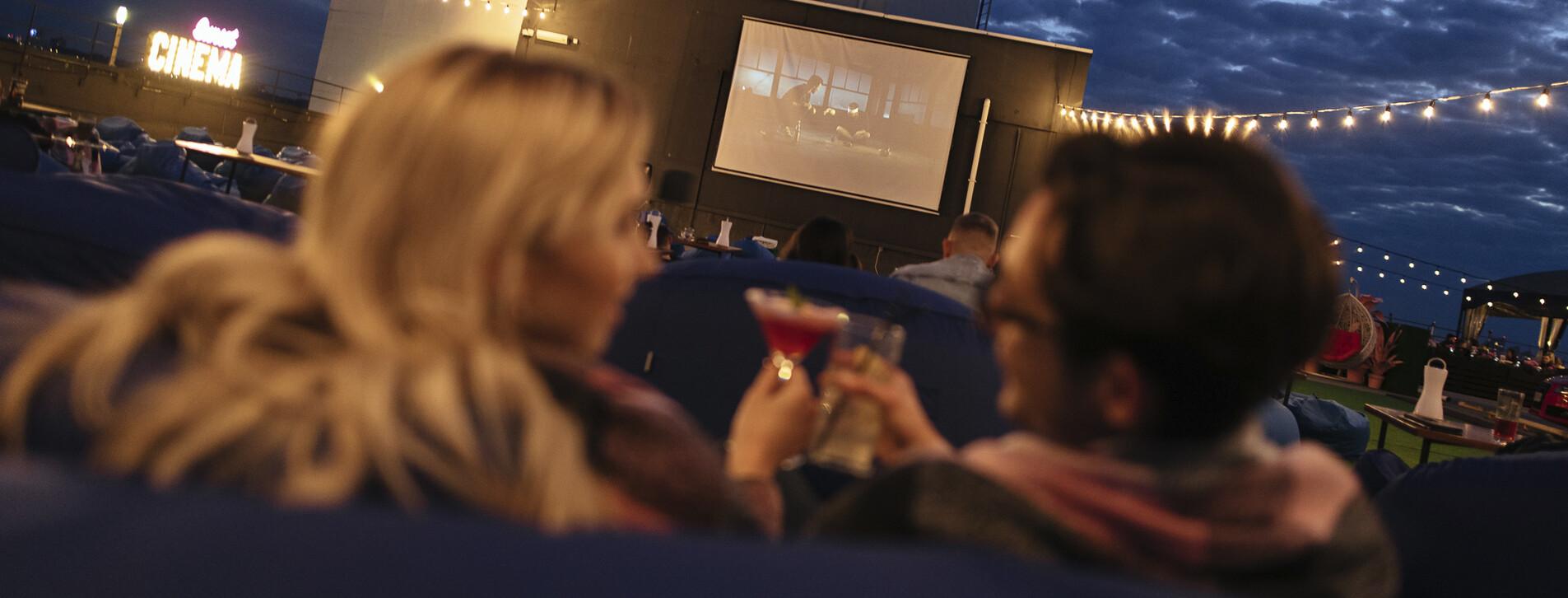 Фото 1 - Кинотеатр на крыше для двоих