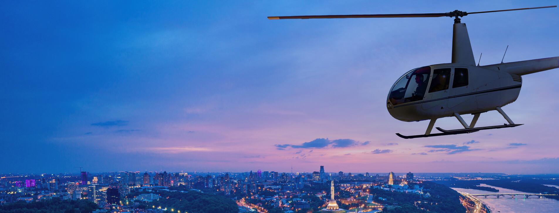 Фото 1 - Полет на вертолете над ночным Киевом для компании