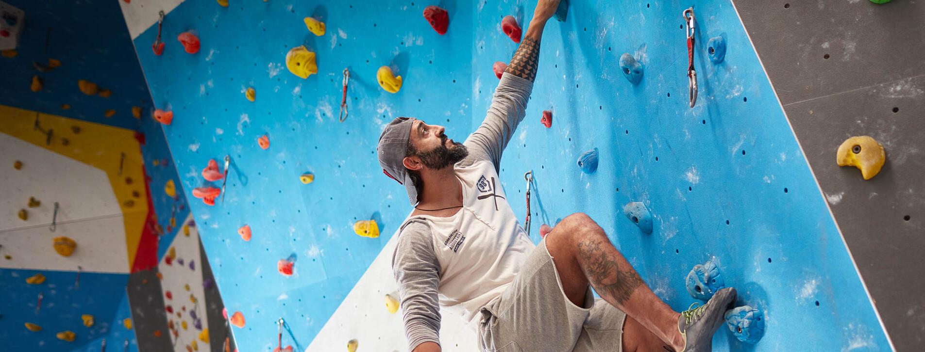 Фото 1 - Урок альпинизма на скалодроме