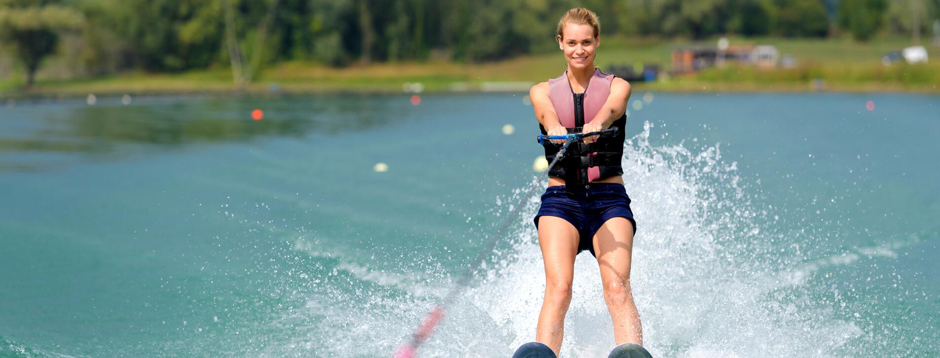 Фото 1 - Катание на водных лыжах для компании