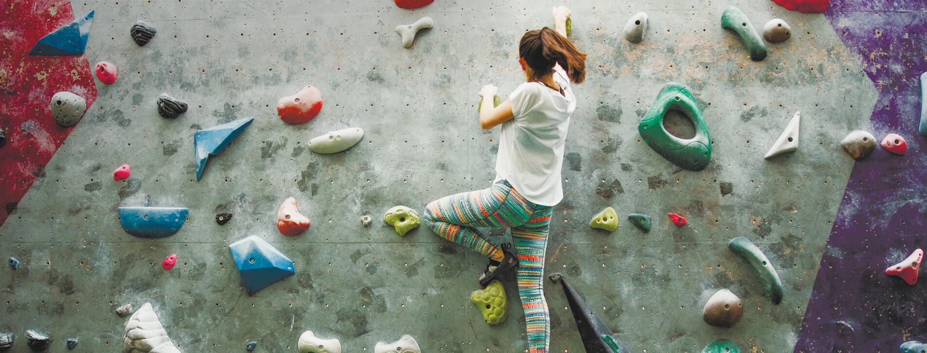 Фото 1 - Урок альпинизма на скалодроме для компании
