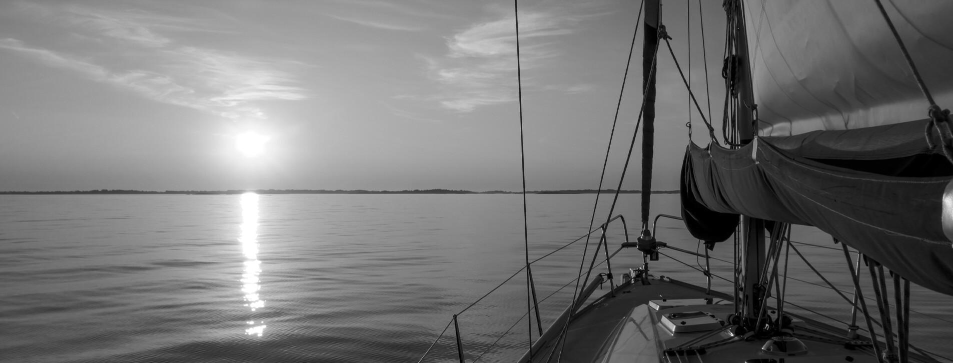 Фото 1 - Закат на яхте для двоих