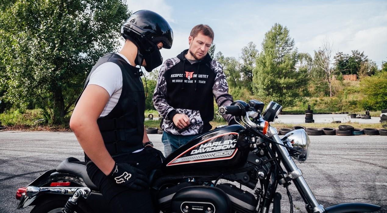 Урок їзди на Harley-Davidson в подарунок хлопцю