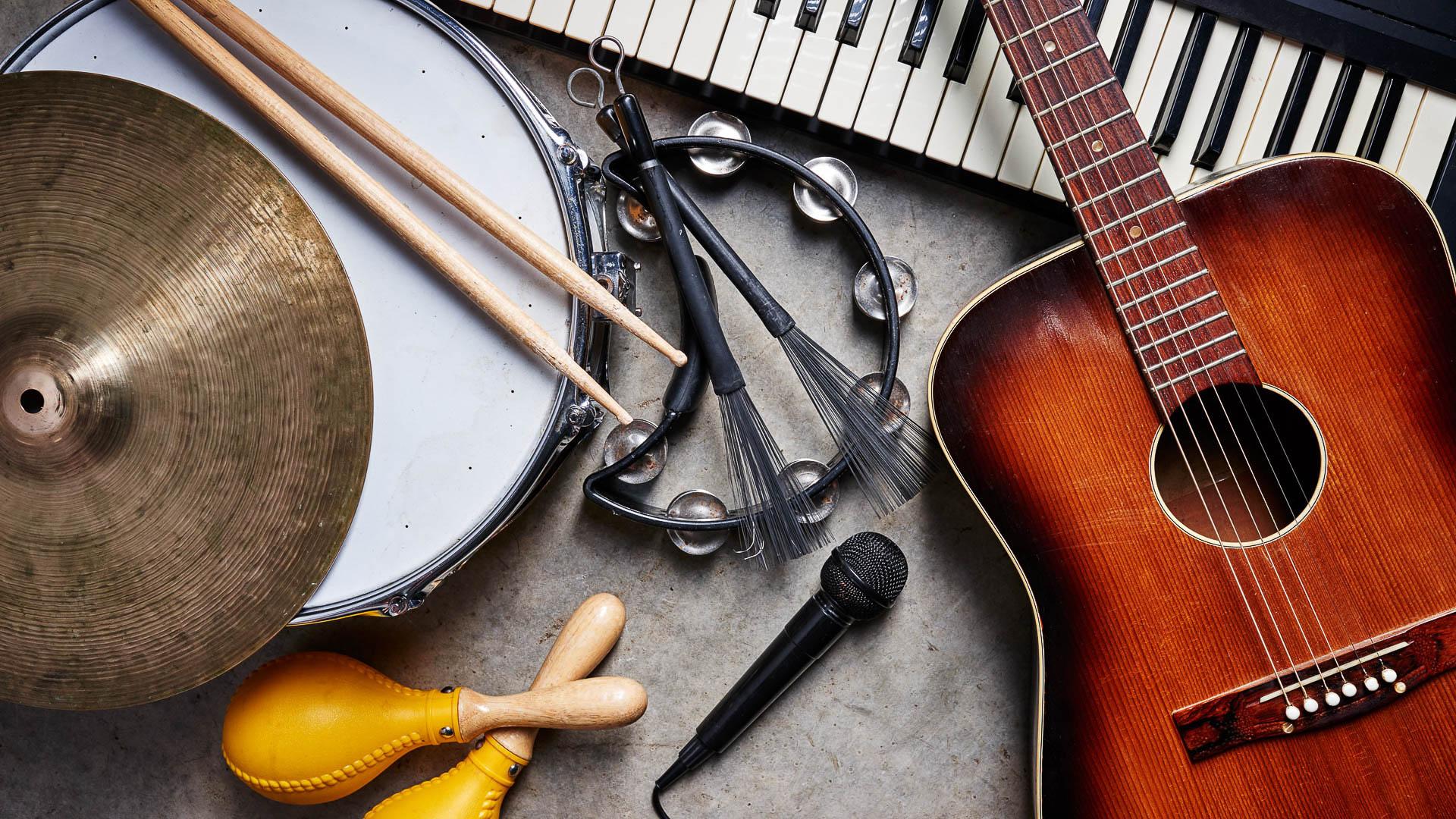 Картинка с музыкальным инструментом, тему лето для