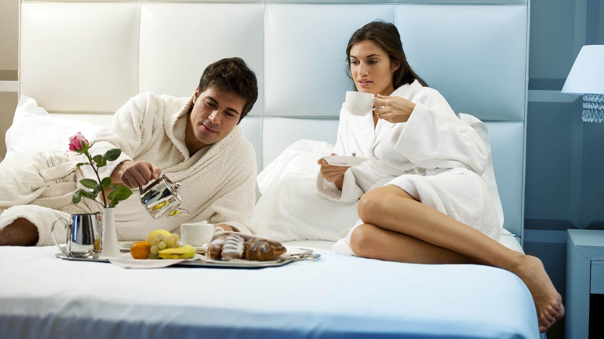 Как провести в номере отеля с мужчиной приподнялся взяв